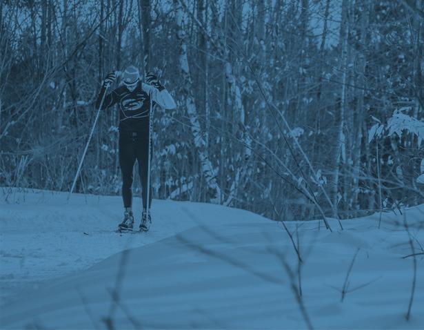 Photo d'un homme en ski